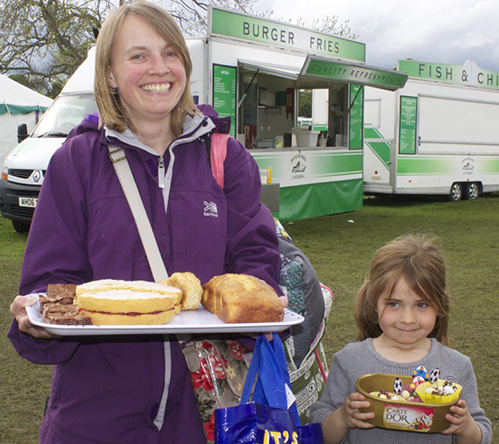 Mother & Child with cake at Otley Show 2016