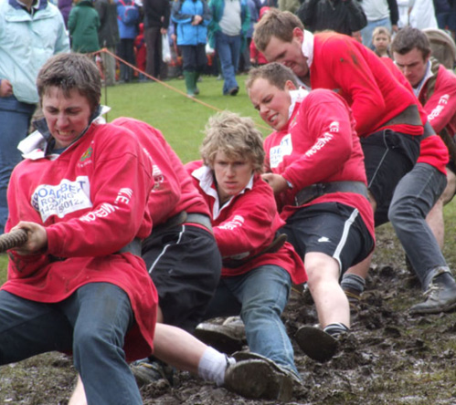 Tug of war competition at Otley Show 2016